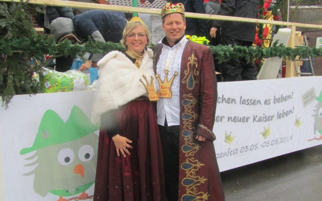Kaiser- und Königsparade beim Karnevalsumzug in Goxel
